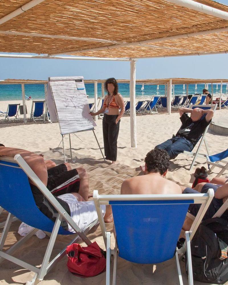 Reuniones de trabajo en la playa Hotel Flamingo